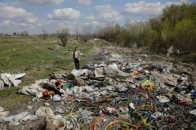 Crime networks suspected of burning tech waste for scrap metal in Romania/Reuters.