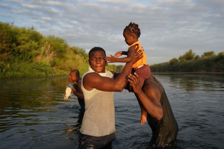 Haitian asylum seekers/Aljazeera [Fernando Llano/AP Photo]